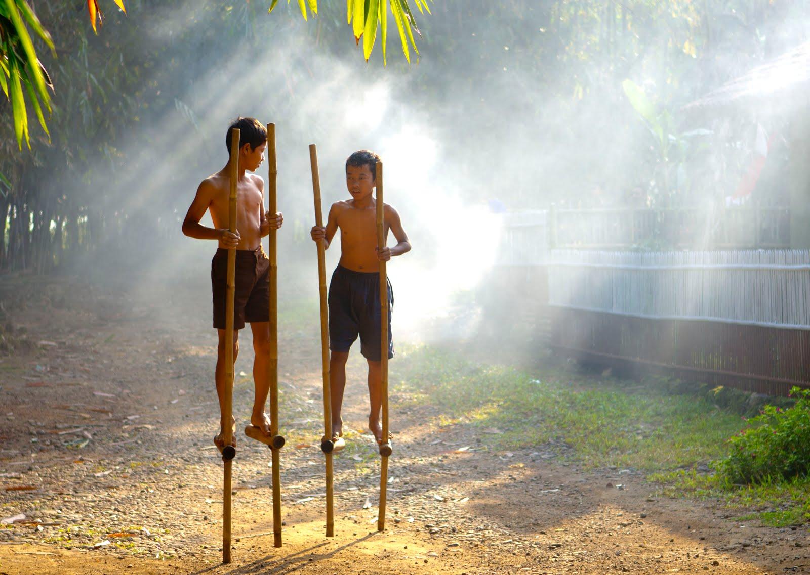 Cara Membuat Egrang Dari Bambu