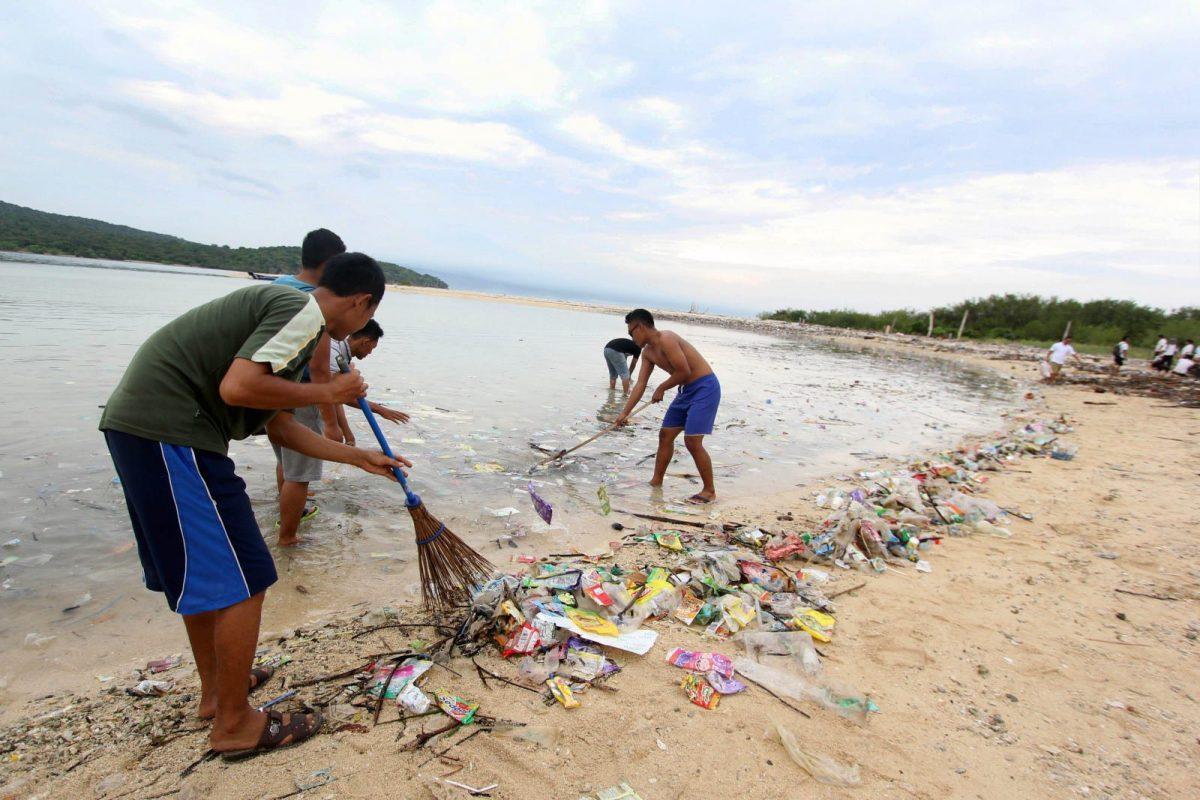 Berikut Ini Cara Menanggulangi Sampah Plastik Yang Wajib Kamu Tahu