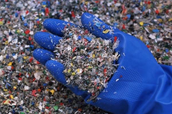 Usaha Kreatif Dengan Pemanfaatan Limbah Plastik