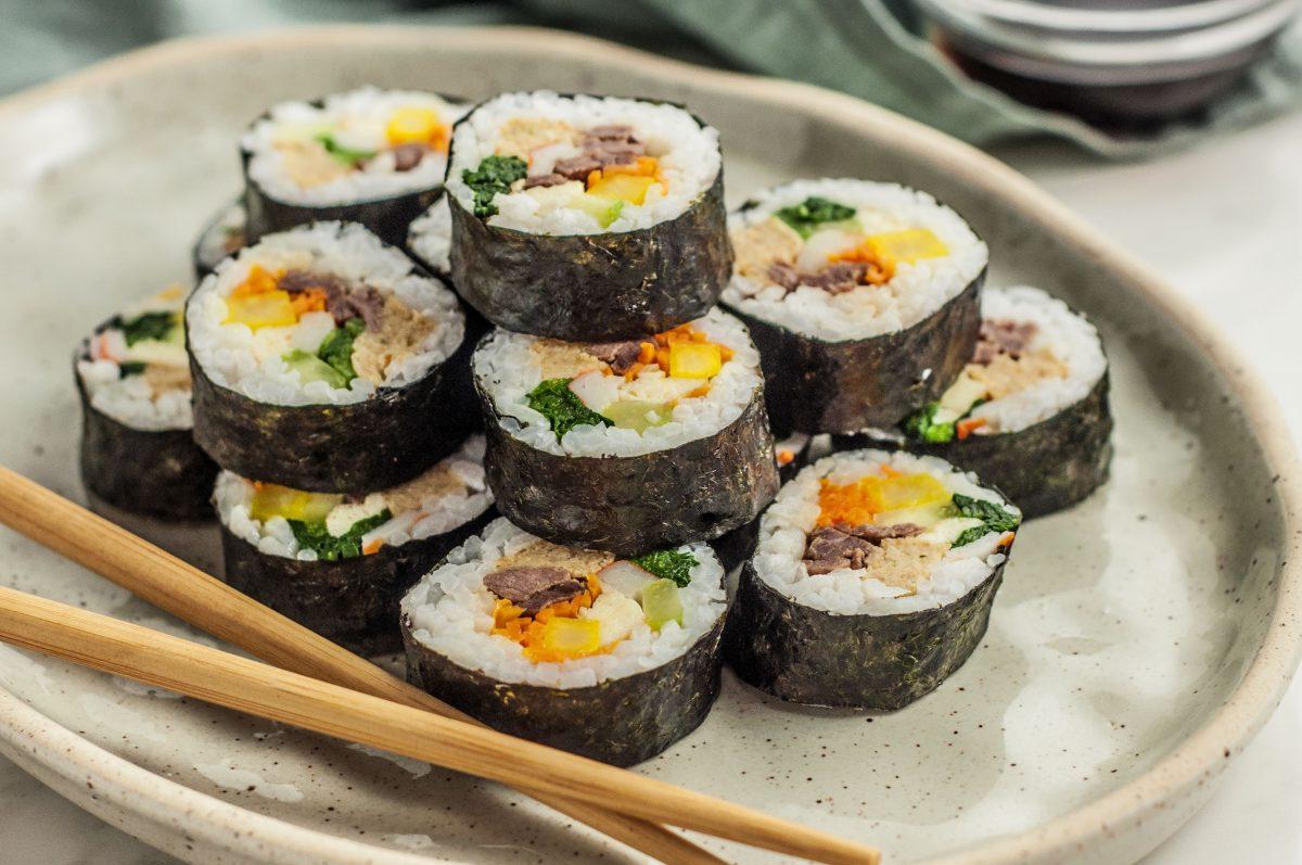 Cara Bikin Sushi Roll Rumahan Mudah