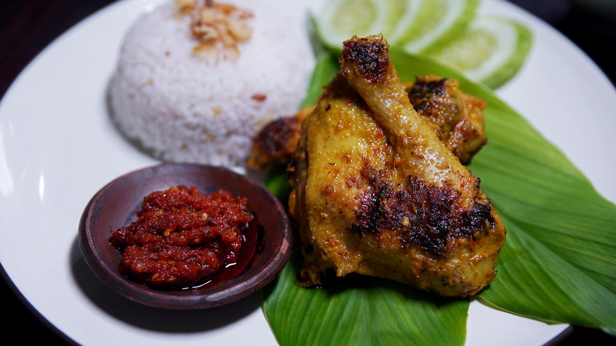 Ingin Tahu Resep Ayam Penyet Rumahan yang Mudah? Inilah Resepnya